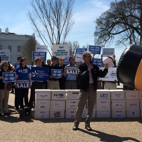 Protesters Urge Obama to require corporations with federal contracts to disclose political spending