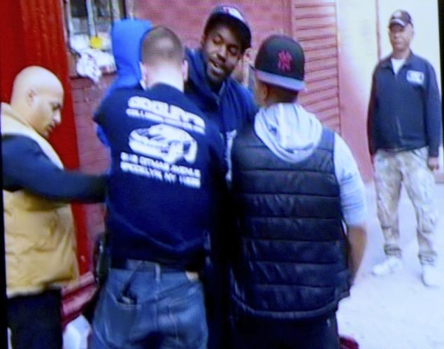 Video: NYPD arrests on-duty letter carrier for shouting at them -- leaves mail truck unattended