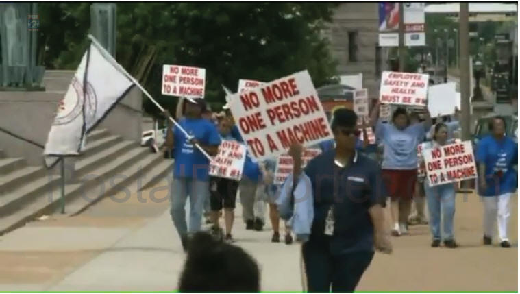 Video: Postal Workers picket St Louis Post Office over staffing issue on machines