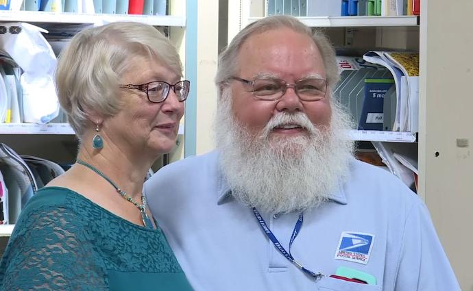 Video: Illinois letter carrier retires after 50 years